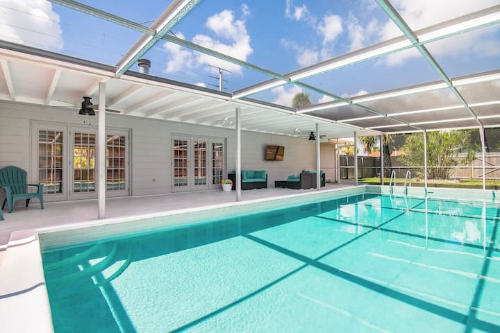 Beautiful home w/ large private pool & fenced yard - minutes to the beach!