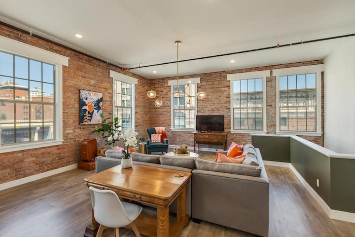Aerie No 2-Penthouse- Downtown Loft