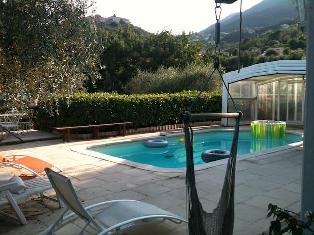 Meuble F1 + terrasse, RDJ de villa - Gattières