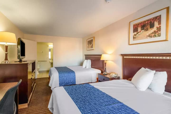 MacStay I Private 2 Queen Room | Sweetwater & 28th