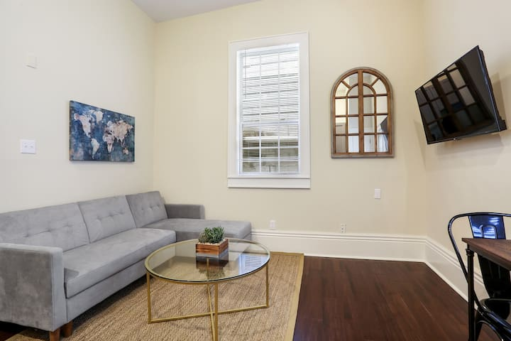 Cute 1bed walk to French Q and Bourbon St.