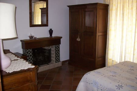 CasaTuccella Camera Tre Corone - Castel del Monte - Bed & Breakfast