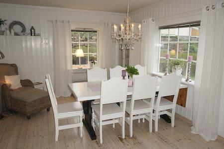 Stor familievennlig enebolig med koselig hage - Vennesla