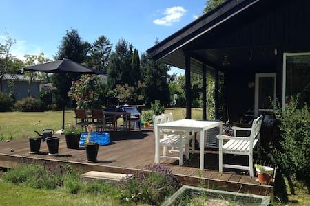 Dejligt ældre sommerhus til familier med børn - Jægerspris
