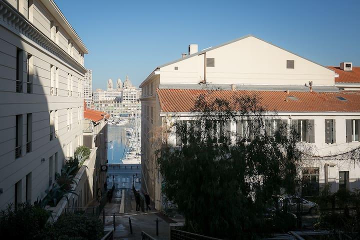 33m2 with mezzanine close to Vieux Port
