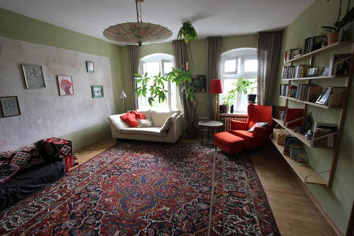 + 2 room flat in the heart of Kreuzberg +