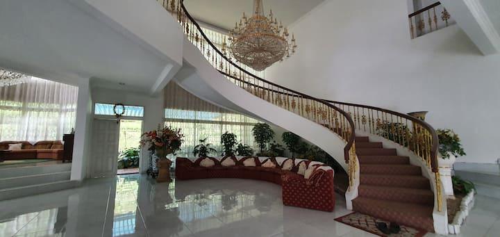 Villa Megamendung, Puncak