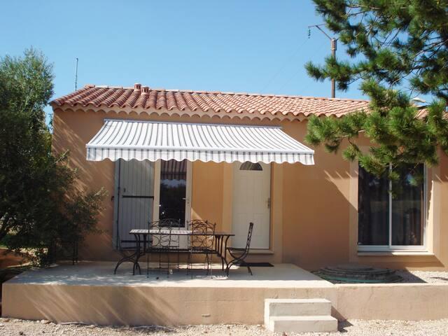 Jolie maison de village près d'Avignon - Jonquerettes - บ้าน