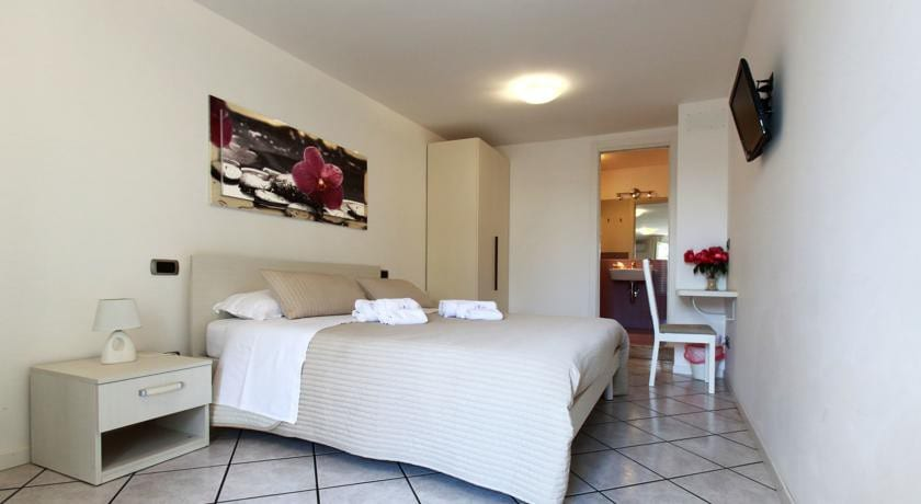 B b a casa di amici giardini naxos bed and breakfasts for rent