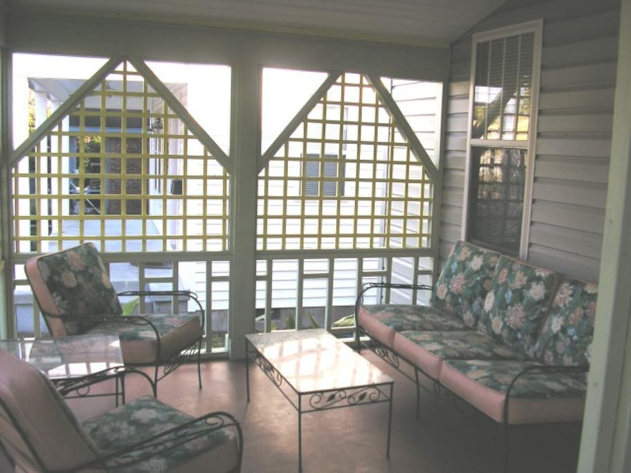 Shaded/private front porch