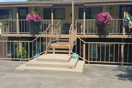 Cedar Springs Condos F2 - Lakás