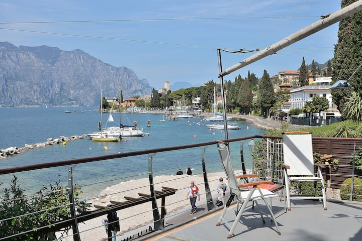 Frontlake Villa With Private Dock - Malcesine - วิลล่า