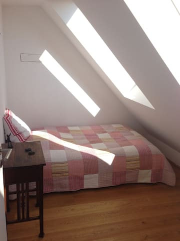 Bright room in rooftop apartment - Vienna