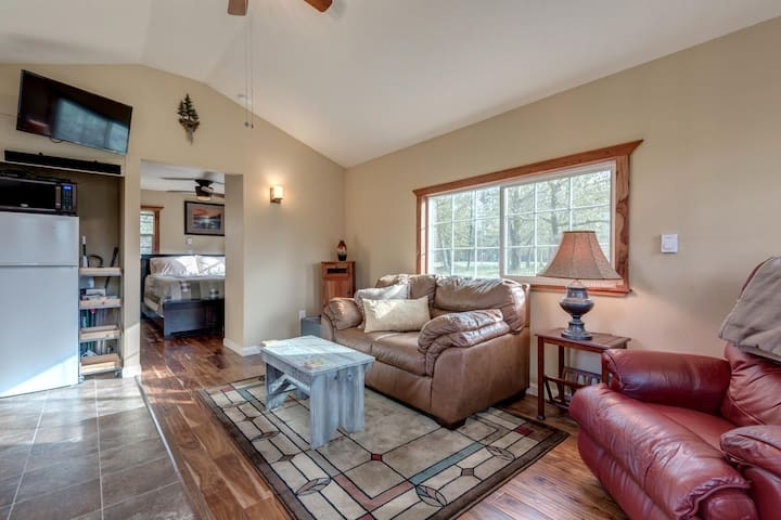Private One Bedroom Country Cabin