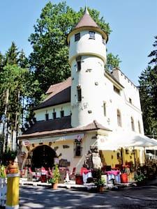 REZIDENCE ZÁMEČEK - ELISABETH OF BAVARIA - Château