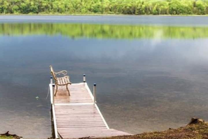 Quiet Getaway on small pond on Private road