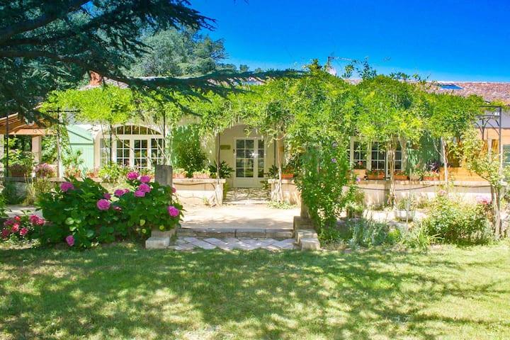 Belle maison au calme dans verdure piscine privée