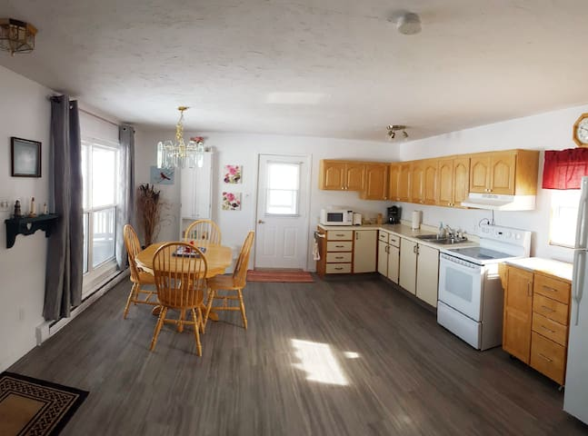 Spacious 2 bedroom cottage with Ocean view