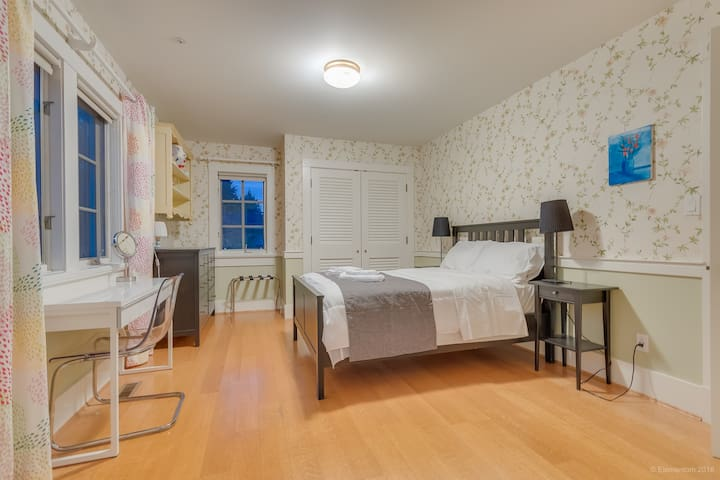 The second bedroom has a queen-size bed and offers guests a workspace as well as its own ensuite.