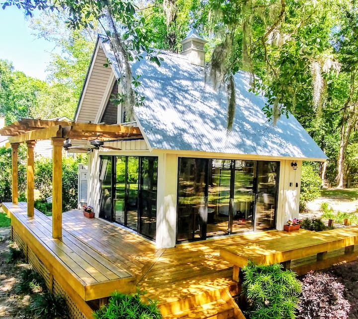 Tranquil Savannah River Cottage w/ Views+Breakfast