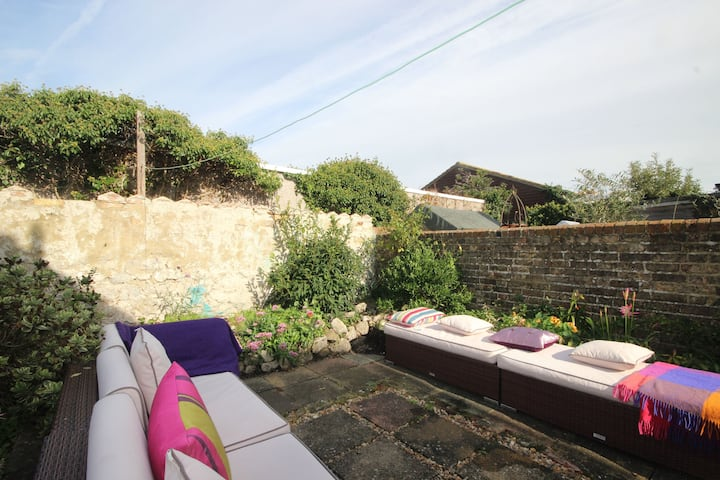 Glorious three bedroom holiday cottage in Hythe - Bay Cottage