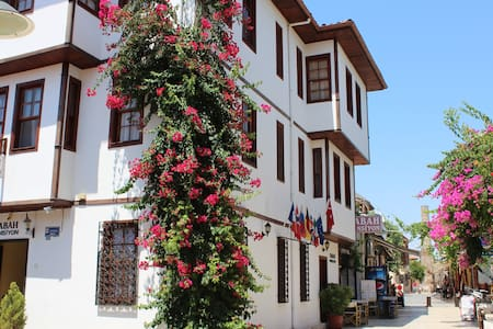 Basic Single Room in the Oldtown - Antalya - Aamiaismajoitus
