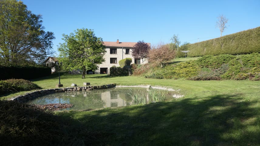 Notre belle maison de famille - Felines - Casa