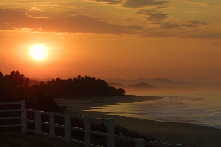 Roca Blanca 5 Beachfront, Sea, Relax & WiFi