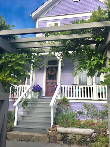 Victorian Bolinas Retreat- Downtown