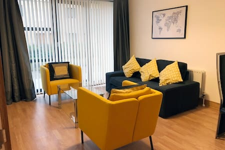 Luxury 2 Bedroom City Centre Apartment w/ Kingbeds