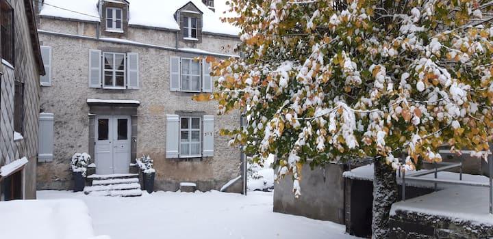 maison Auvergne près Super Besse de 4 à 12 pers