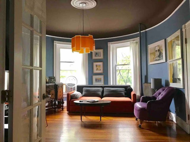 Beautiful bright corner unit!
