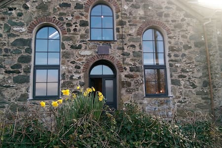 Chapel conversion, seaside village, in Snowdonia - Pontllyfni - Annat