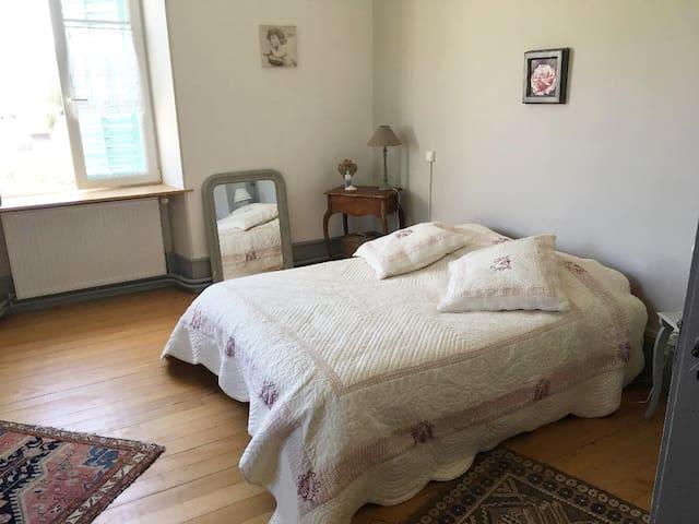 Jolie chambre dans maison pleine de charme