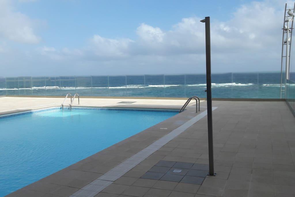 apartamento con piscina en playa de las canteras