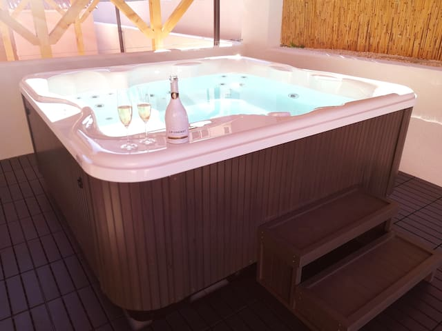 Villa with heated Jacuzzi