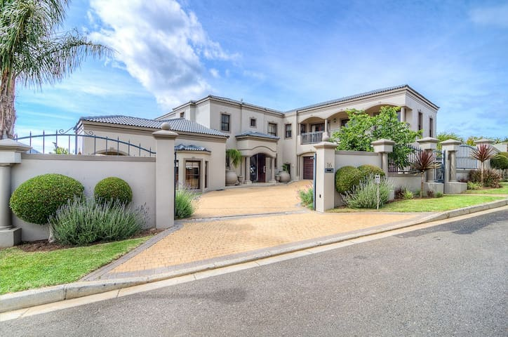 Spacious 5 Bedroom House with beautiful views