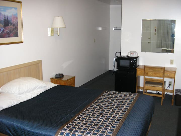 Motel room, clean and private, great location.(A2)
