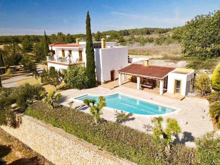 Villa Linda, met privé-zwembad en prachtige tuin