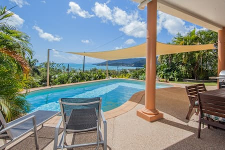 .AIRLIE OASIS - Stunning Views & Private Pool