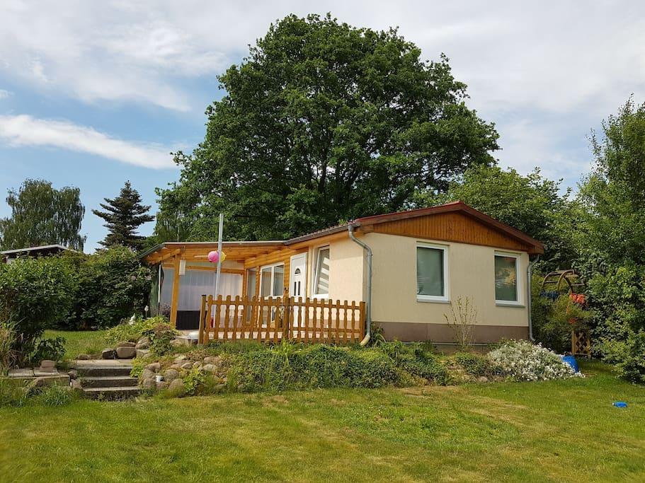 Ruhige lage bungalow nahe outlet center karls for Bungalow brandenburg