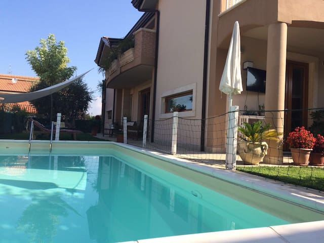 Villa con piscina in Frosinone