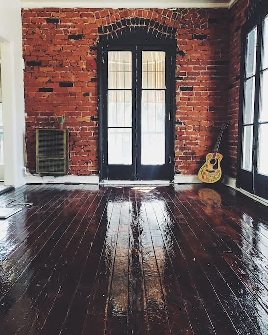 Antique Hardwood Floors, Exposed Brick Walls, 8Ft French Windows