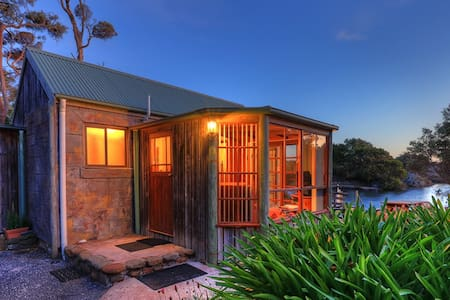 Stanley Lakeside Spa Cabins - Stanley - กระท่อม