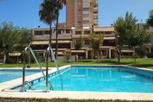 La piscina de la urbanización. Suele estar muy tranquila.