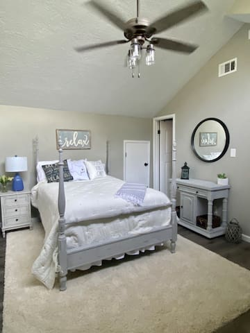 Guest bedroom with double bed and on suite bathroom