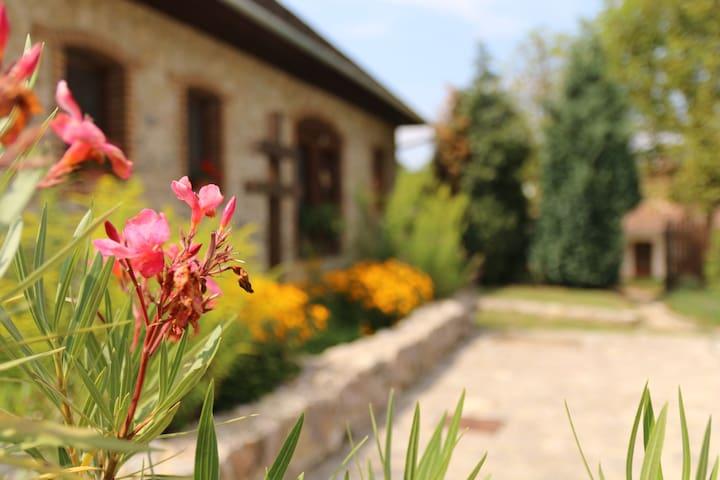 Káni Ökoporta - Kőház