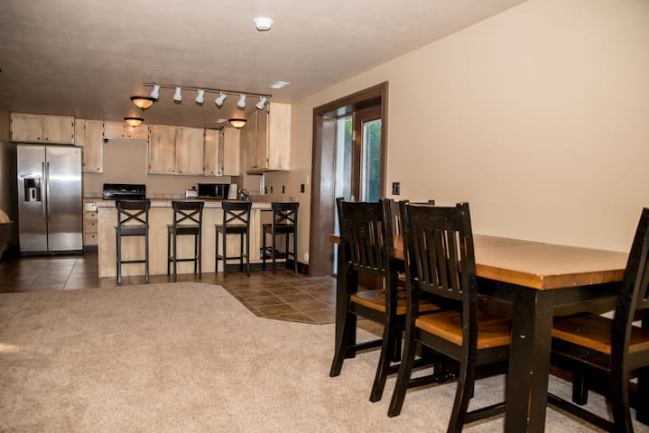 Nice open concept in the kitchen, dining and living room spaces.