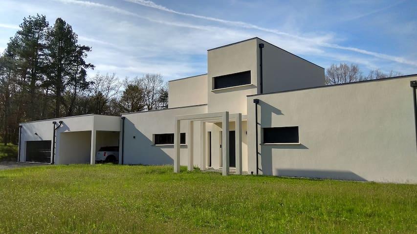 +Villa de standing+ cinéma privé, piscine, billard