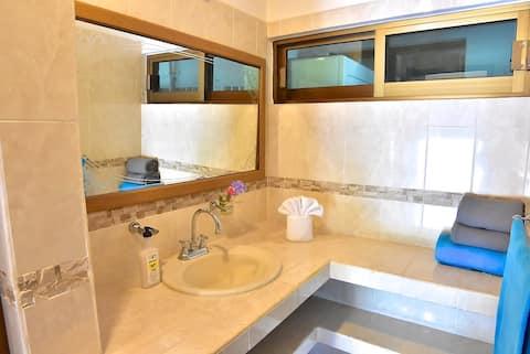 Casa Jungla-Room 1 King Bed